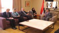 السفير البريطاني يؤكد دعم بلاده للسلام في اليمن وفق المرجعيات الأساسية