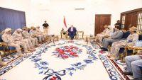 هادي يلتقي قائد قوات التحالف في عدن ويشدد على ضرورة التنسيق بينهما