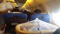وفاة طفلة على متن طيران اليمنية في عدن نتيجة انقطاع التكييف وتأخر الإقلاع (فيديو)