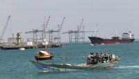 تجار في عدن يطالبون بإطلاق بضائع تحتجزها قوّات التحالف في الميناء