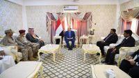 هادي يمنح السعودية اليد العليا في المهرة.. دلالات الزيارة وأبعاد الاهتمام