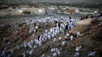 الحجاج يصعدون إلى جبل عرفات لأداء ركن الحج الأعظم