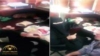 السعودية تلقي القبض على مصري بث فيديو لتناوله الإفطار مع زميلته