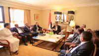اللجنة الاقتصادية تدعو للضغط على الحوثيين في توريد الإيرادات للبنك بعدن