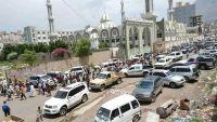المئات في تعز يشيعون جثمان البرلماني السابق سرحان