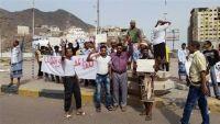 موظفو كهرباء عدن ينفذون إضرابا عن العمل للمطالبة باستعادة أراضي المؤسسة