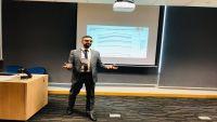 سنغافورة :طالب يمني يقدم بحث مبتكر  في مجال العلوم والتكنولوجيا