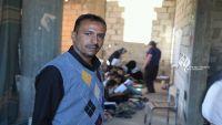 معلم يمني يحوّل منزله إلى مدرسة مجانية