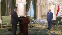 رئيس الحكومة الجديد يؤدي اليمين الدستورية أمام الرئيس هادي