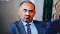 """الزبيدي يهاجم رئيس الحكومة """"معين"""" ويمتدح بن دغر (فيديو)"""