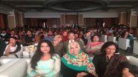 كرمان تتسلم جائزة الأم تريزا الدولية وتُحذر من خطر المستبدين على اليمن