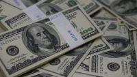 الدولار يرتفع مع انخفاض الأسهم واستمرار ضعف المعنويات عالميا