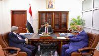 رئيس الوزراء يناقش مع محافظ الحديدة عملية تحرير المحافظة