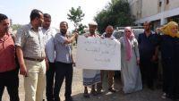 وقفة احتجاجية لموظفي هيئة النقل البري بسبب اعتقال زميل لهم من قبل الحزام الأمني