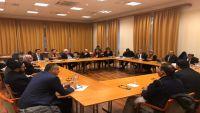 الوفد الحكومي يبحث مع مساعدي المبعوث الأممي إجراءات بناء الثقة