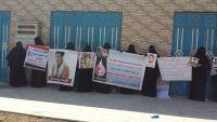 أمهات المعتقلين يطالبن بالكشف عن مصير ذويهن المخفيين قسرا في عدن