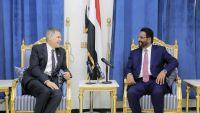 السفير الأمريكي يزور مأرب ويجدد دعم بلاده للشرعية
