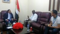 الجبواني: سيتم التنسيق لوضع آلية مشتركة لاستقبال الإغاثة عبر ميناء عدن