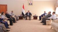 الوفد الحكومي يقدم لرئيس الوزراء إحاطة حول جهود إعادة الانتشار في الحديدة