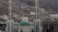 عدن.. قوات أمنية تداهم منزل أحد أئمة المساجد وتقتاده إلى جهة مجهولة
