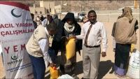 جمعية تركية تقدم 500 سلة غذائية لأسر نازحة ومحتاجة شرقي اليمن