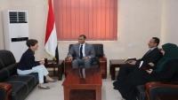 الحكومة تحمل الحوثيين إفشال صرف رواتب الموظفين وفتح مطار صنعاء