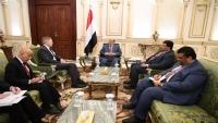 هادي يشيد بمستوى التعاون والتنسيق الأمني بين حكومته وأمريكا