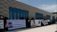 عدن.. وقفة احتجاجية لأمهات مخفيين قسرياً بسجون تشرف عليها الإمارات