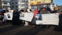 """الميسري يمهل المقطري يومين.. استمرار الاحتجاجات بعدن تنديداً بالتستر على قتلة """"رأفت"""""""