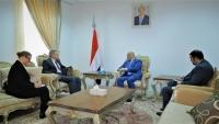 الحكومة: إجراء تقدم في إعادة الانتشار بالحديدة شرط لاستمرار المفاوضات