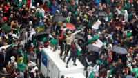 الجزائر.. حشود غفيرة في الجمعة الخامسة للحراك رغم البرد والمطر
