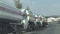 مليشيا الحوثي تواصل احتجاز عشرات الشاحنات المحملة بالوقود في صنعاء
