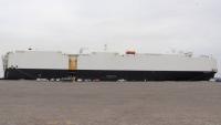 باساما تفرغ 2434 سيارة في ميناء عدن