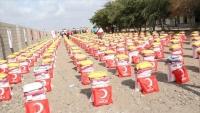 الهلال الأحمر التركي يوزع 2400 سلة غذائية بمأرب وأبين