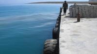 """صحيفة: أبو ظبي تتحايل وتدعي بناء """"كاسر أمواج"""" وليس ميناء بسقطرى"""