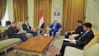 السفير الأمريكي يؤكد على أهمية تنفيذ اتفاق الحديدة