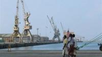 رويترز: الحوثيون يبدؤون الانسحاب من ميناءين في الحديدة