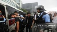 شرطة هونغ كونغ تستعيد السيطرة على البرلمان بعد ساعات من احتلال المتظاهرين