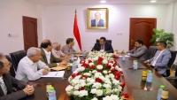الحكومة اليمنية تؤكد على أهمية الدور الرقابي للسلطة التشريعية