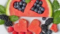 السعرات الحرارية بـ14 فاكهة.. وهل يجب تناولها قبل أو أثناء أو بعد الأكل؟