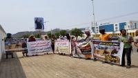 وقفة احتجاجية لأسرة العقيد الطيري في عدن للمطالبة بالإفراج عنه