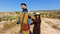 """""""فزّاعات"""" زينب التونسية.. مجسمات وحكايات تحرس الحقول والذاكرة"""
