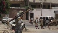 عدن.. مقتل اثنين وإصابة آخرين في تجدد الاشتباكات بين مسلحين من منطقة السيلة والمحاريق