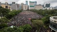 """مئات الالاف في مسيرات """"سلمية"""" مؤيدة للديموقراطية في هونغ كونغ"""