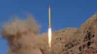 الحوثيون يطلقون صاروخ باليستي على عرض عسكري بمأرب