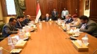 هادي يتمسك بالحل السعودي ويوجه الحكومة بالانعقاد الدائم لمواجهة تمرد عدن