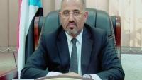 عيدروس الزبيدي يتهم التحالف بالانحياز للحكومة الشرعية