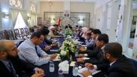 رويترز: بدء محادثات غير مباشرة بين الحكومة اليمنية والانتقالي في جدة