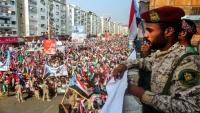 ضغوط سعودية إماراتية على هادي لمنع تدويل انقلاب عدن