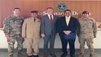 بن مبارك يبحث مع مسؤول بالدفاع الأمريكية تطورات التمرد المسلح بعدن